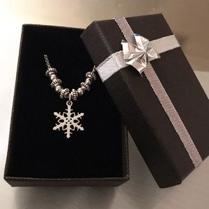 🔴SALE ! Winter snowflake silver charm necklace